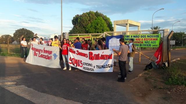 Cidades brasileiras têm manifestações contra bloqueios na educação 5
